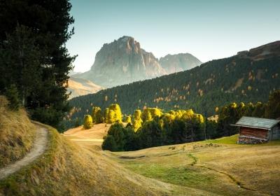 意大利附近美丽的日落秋天风景4K高清壁纸
