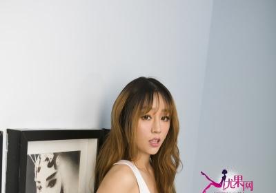 [Ugirls尤果网]丰满性感美女王雨纯Ⅳ黑白丝袜诱惑
